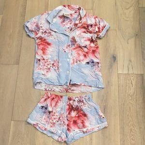 Plum pretty sugar floral pajama set xs
